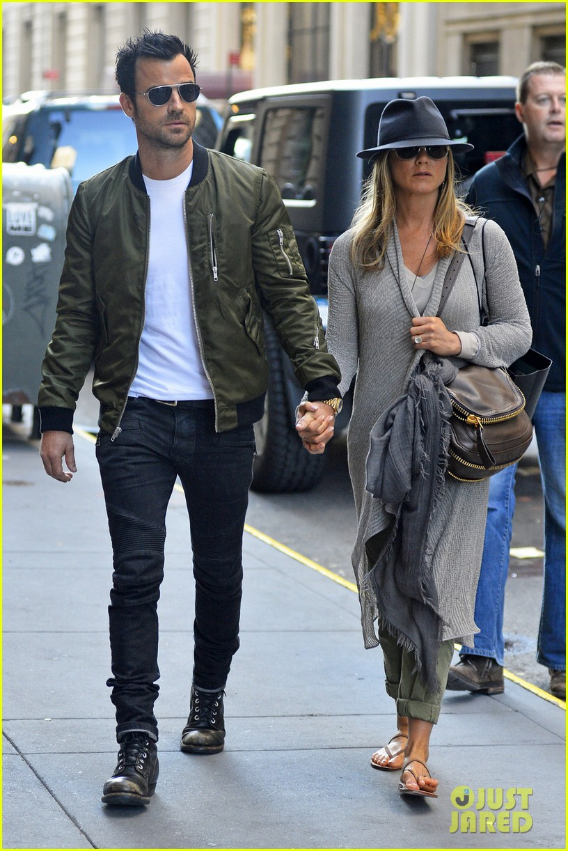 jennifer aniston amp justin theroux hold hands in nyc