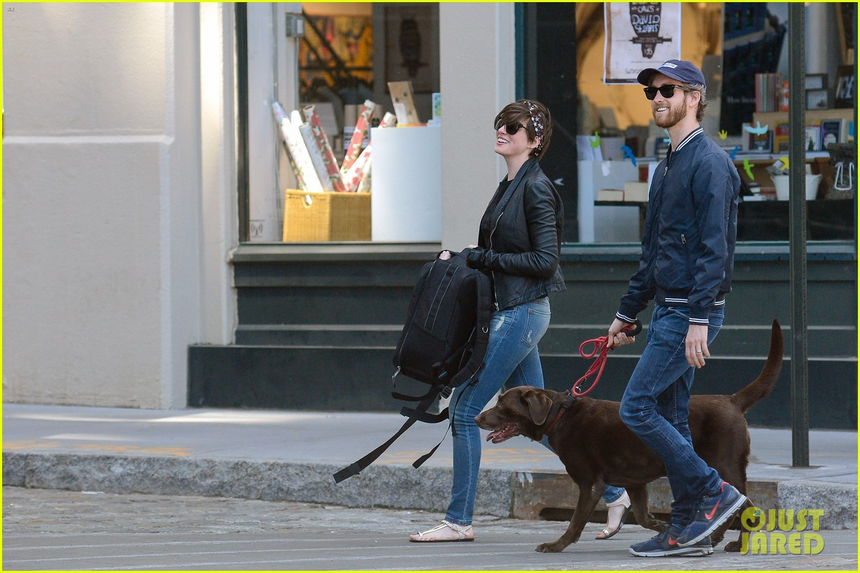 anne hathaway adam shulman brookyn dog walk 102864144