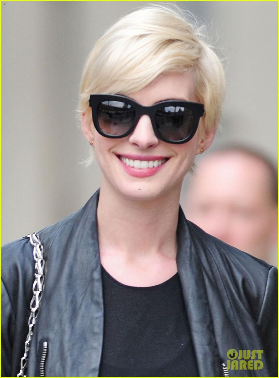 Anne Hathaway: Debbie Harry Was My Blonde Hair Inspiration: Photo ...