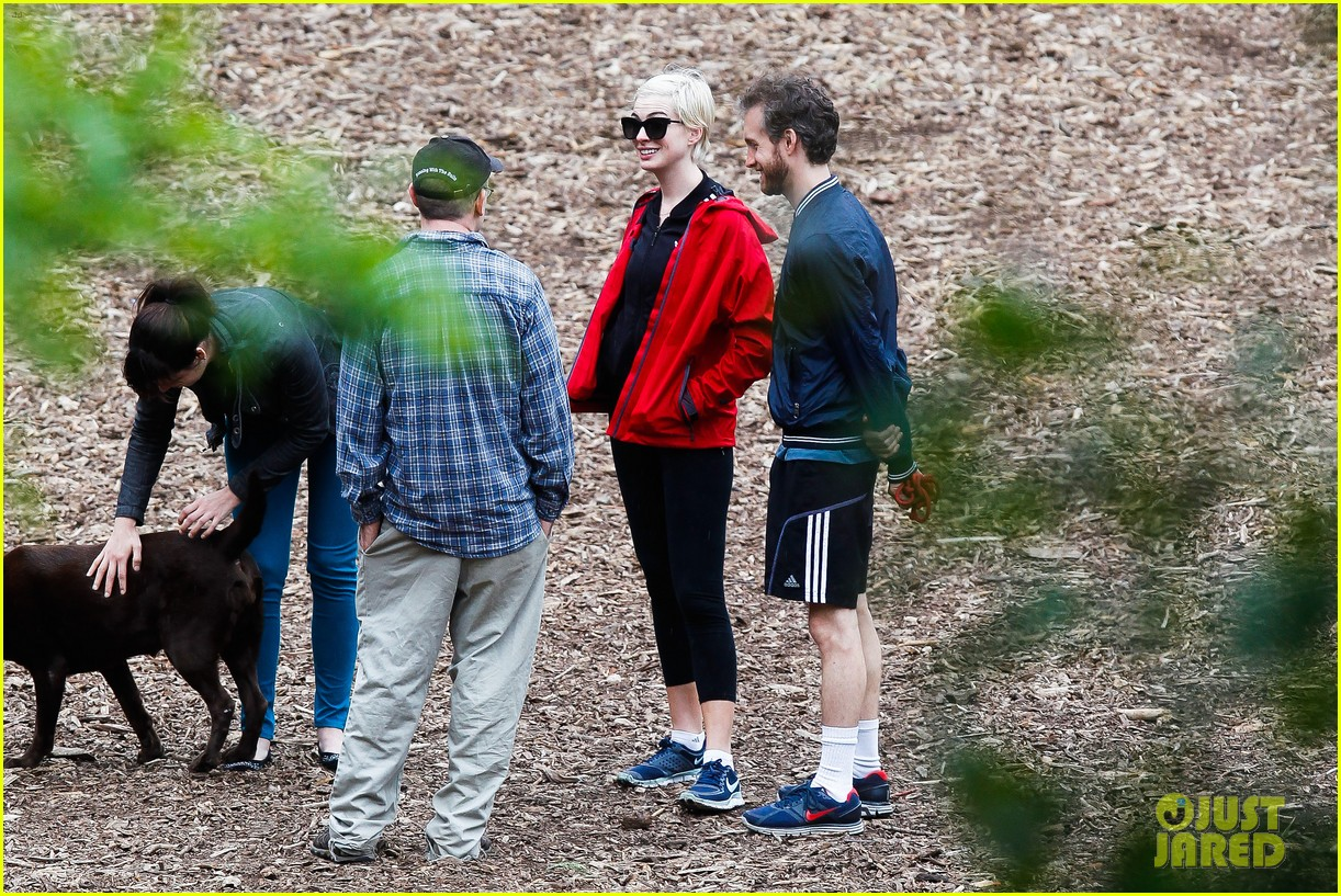anne hathaway adam shulman rainy brooklyn dog walk 152873486