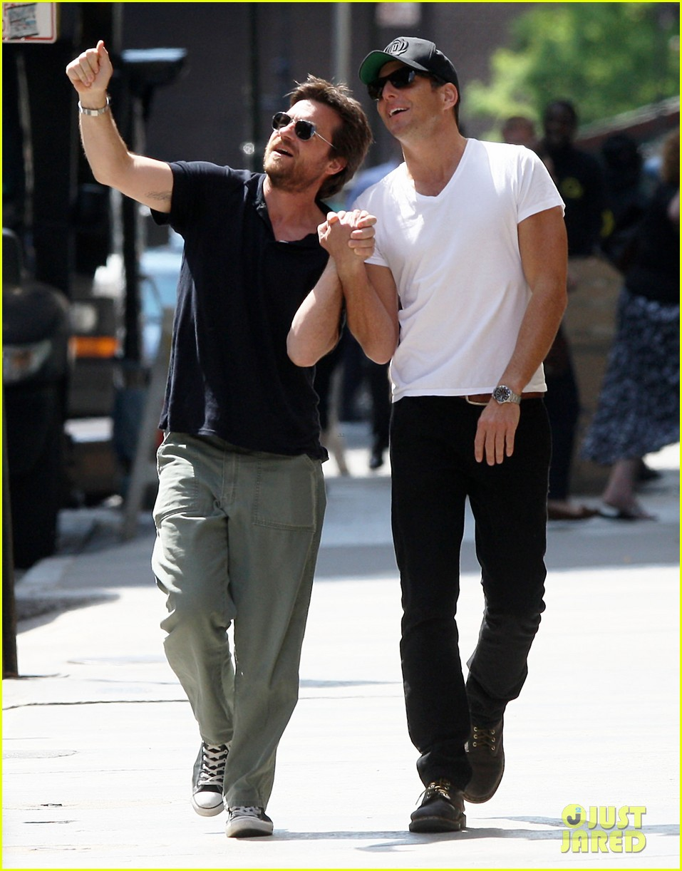 will arnett jason bateman hold hands check out city sights 102872305