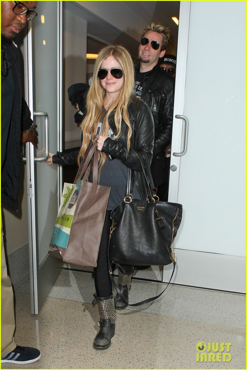 avril lavigne lax arrival after dwts performance 01