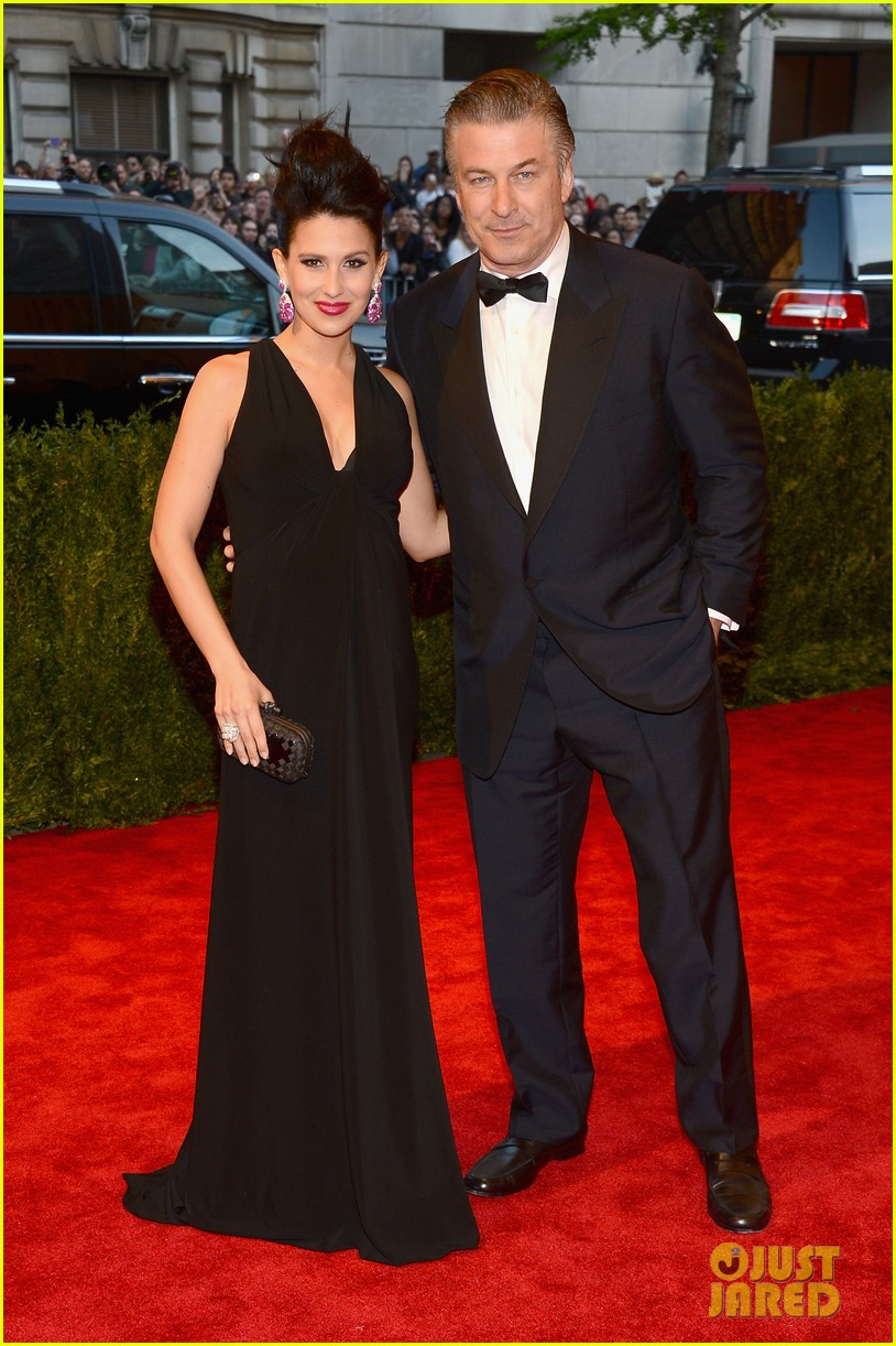 alec hilaria baldwin met ball 2013 red carpet 01