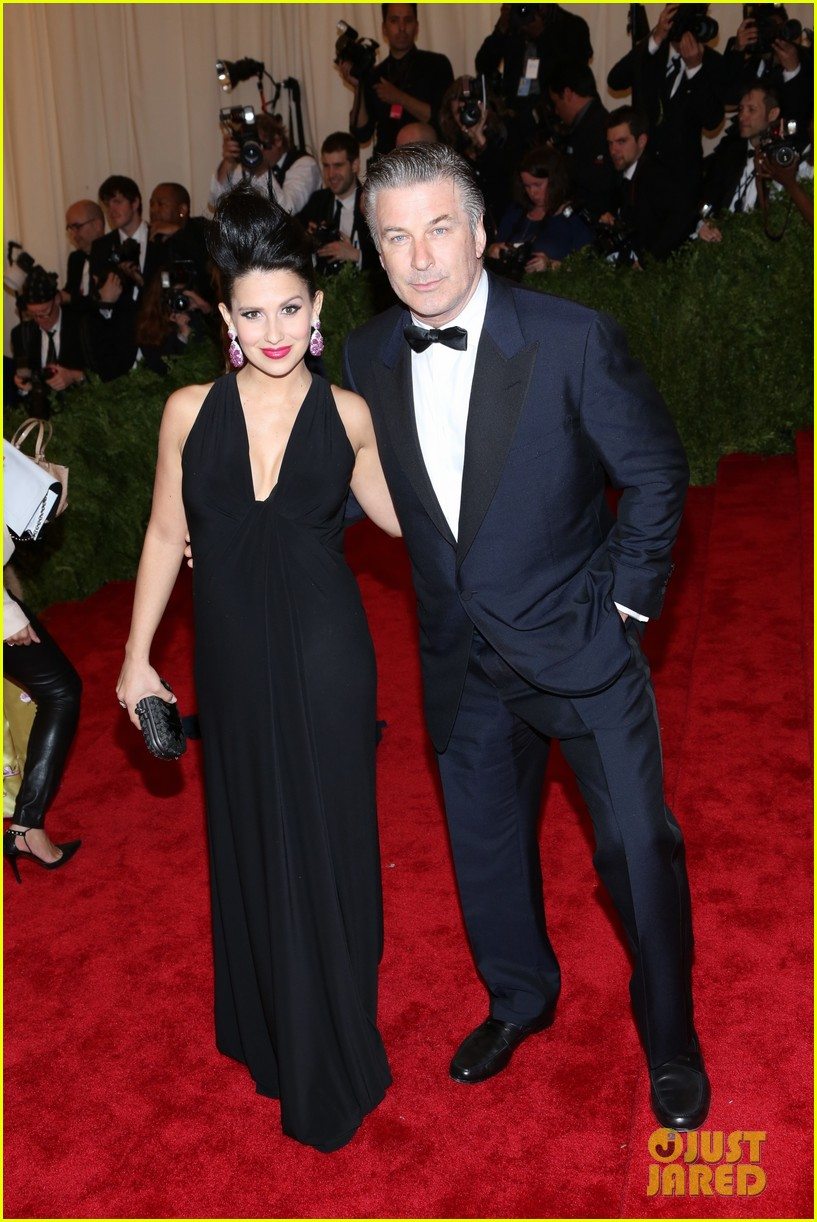 alec hilaria baldwin met ball 2013 red carpet 04