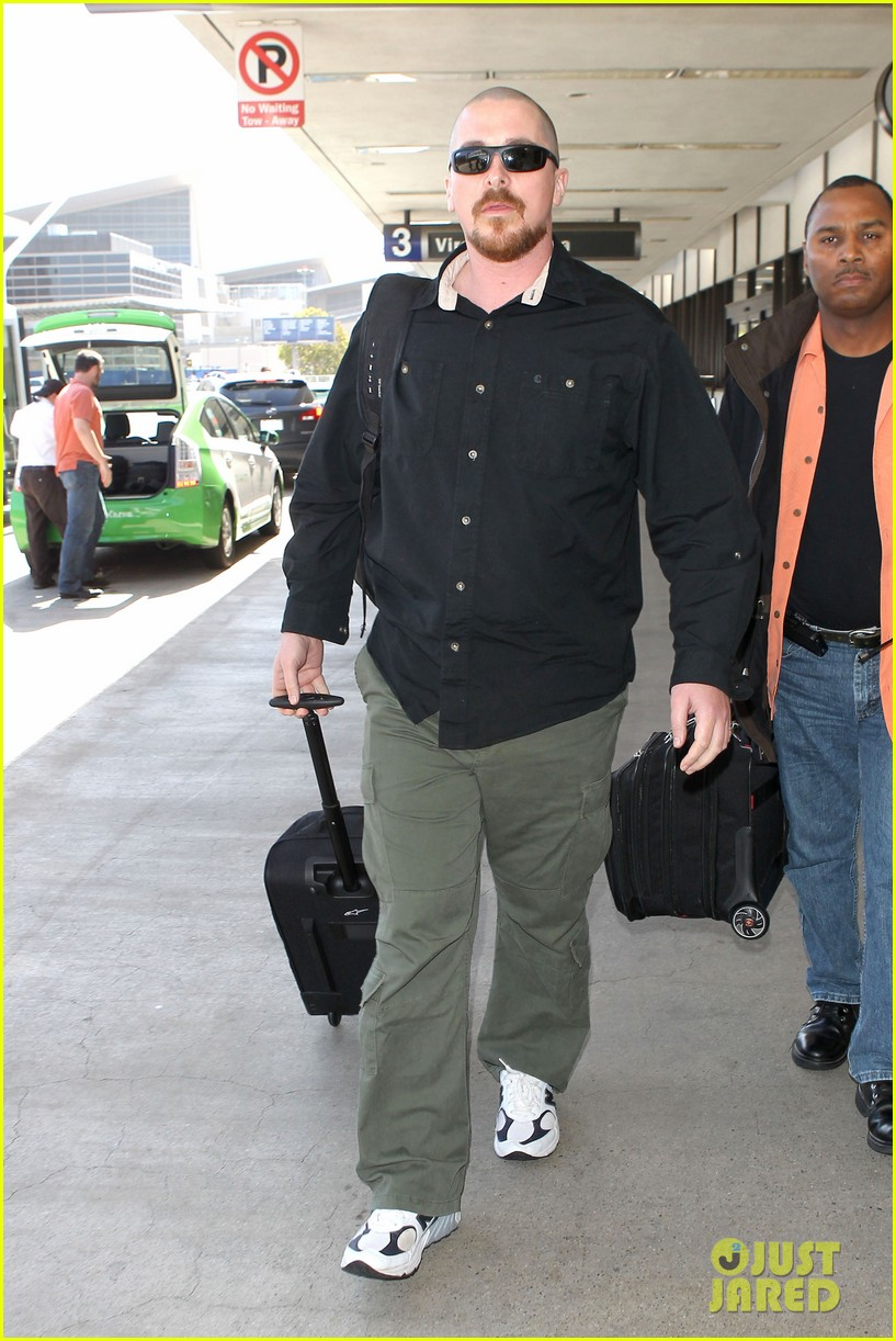 christian bale buzz cut at lax 012874425