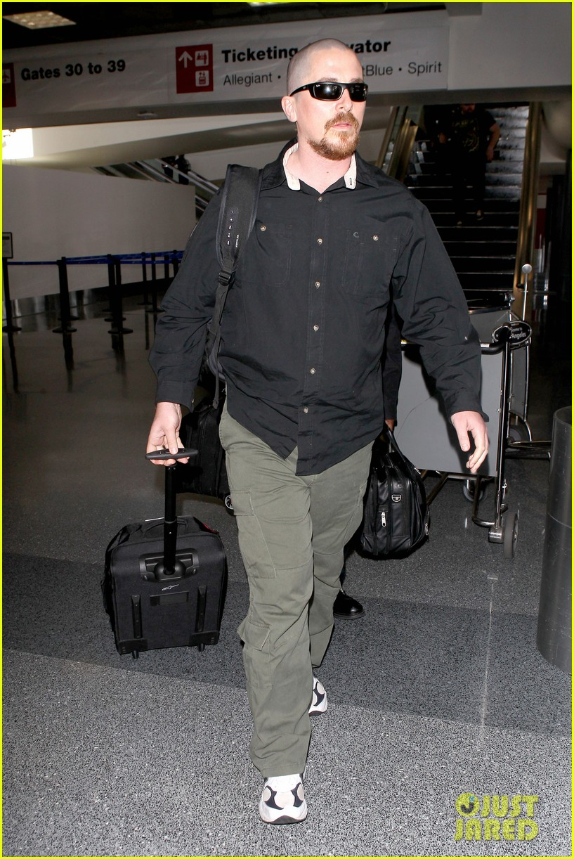 christian bale buzz cut at lax 06