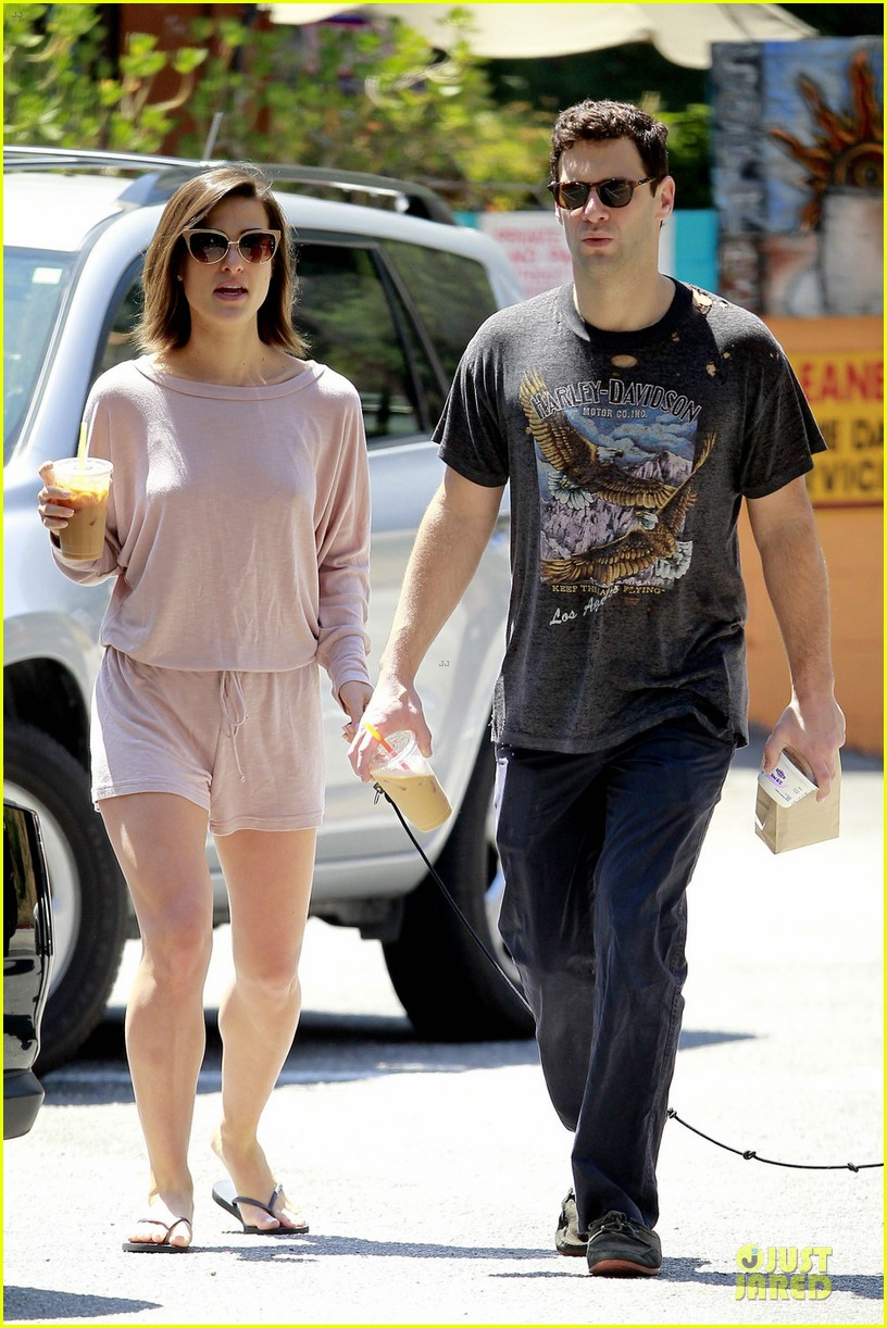 justin bartha lia smith breakfast after engagement 03