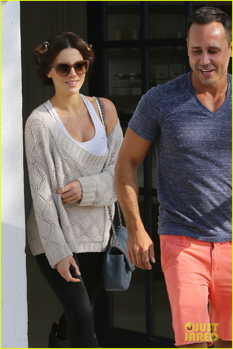 kate beckinsale byron tracey salon visit 102873252