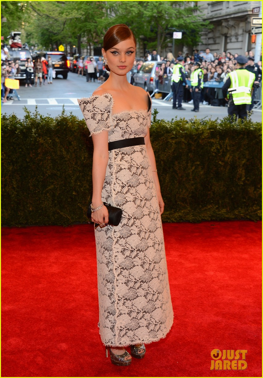 bella heathcote met ball 2013 red carpet 032865155