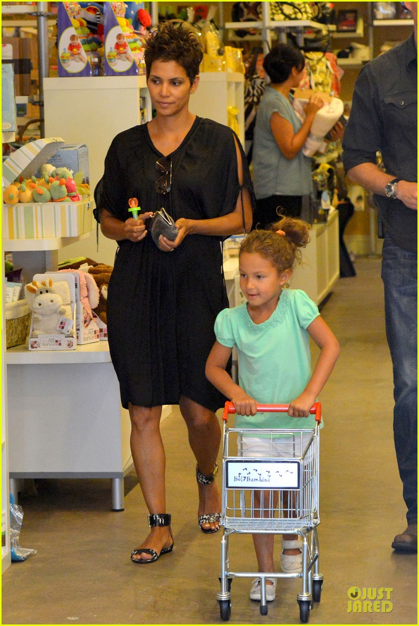 halle berry bel bambini shopping with nahla 192875055