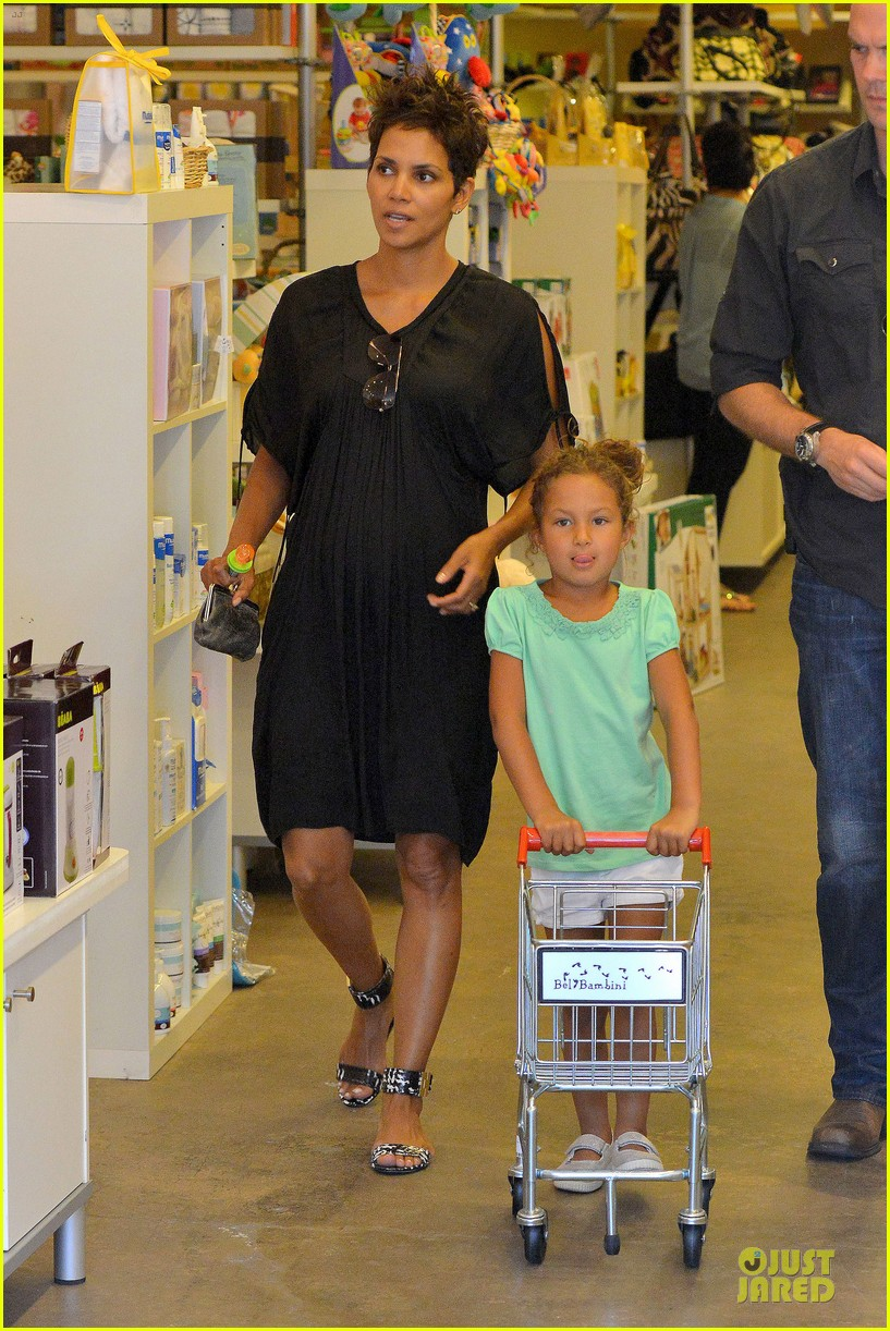 halle berry bel bambini shopping with nahla 20