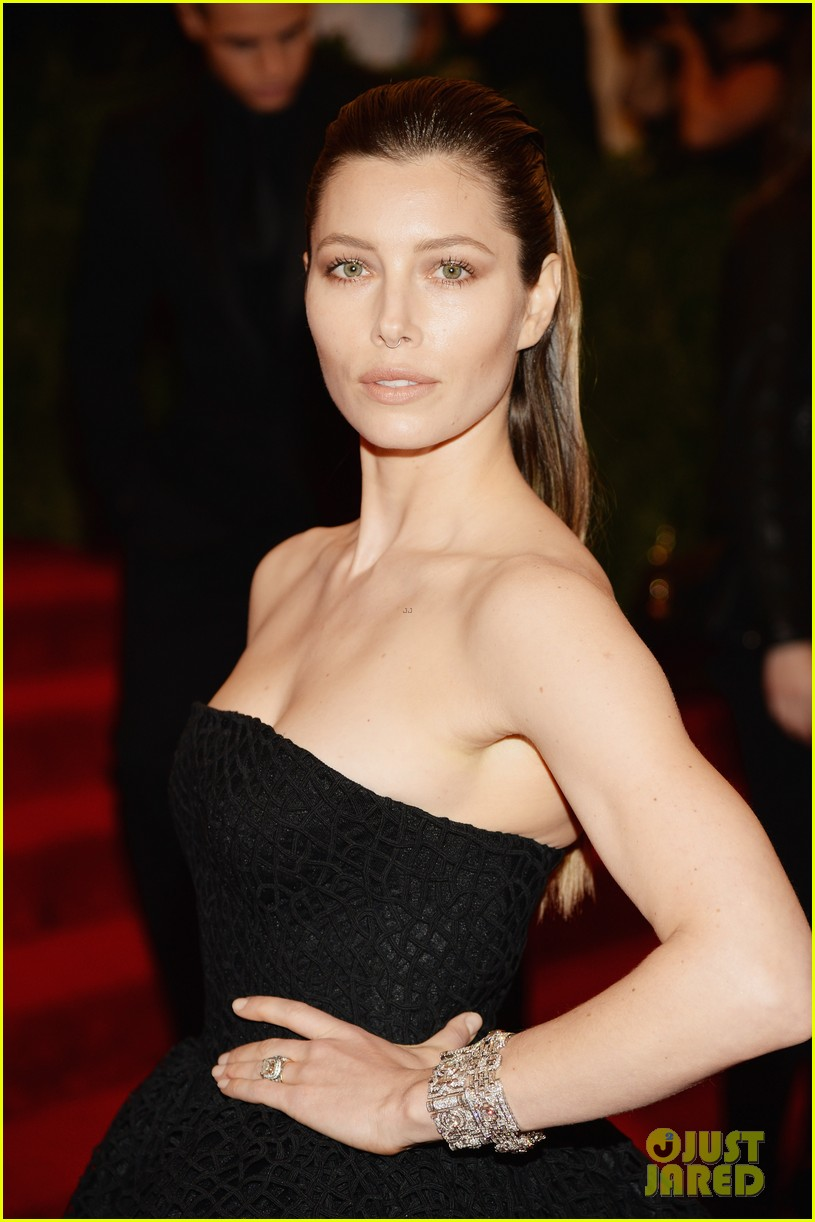 jessica biel met ball 2013 red carpet 02