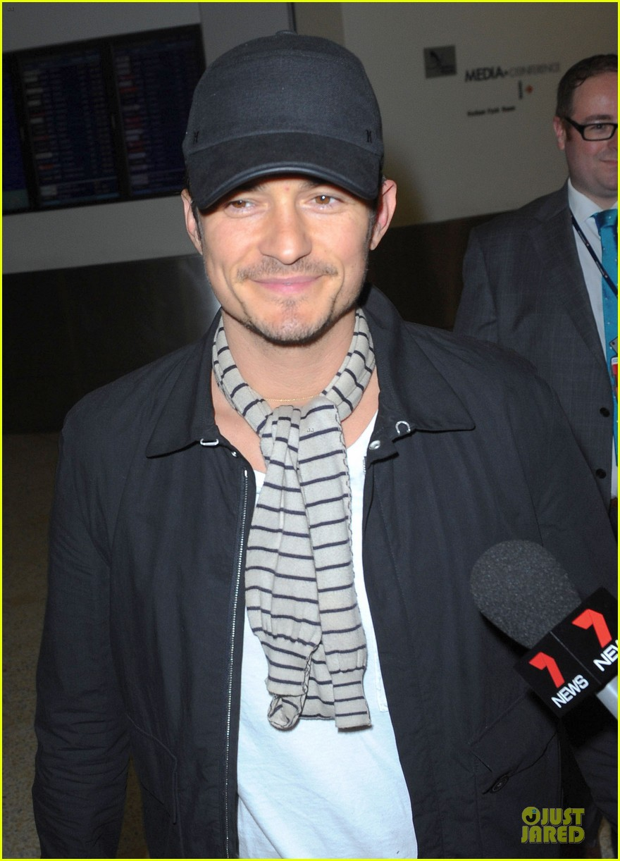 orlando bloom australia arrival after cannes 02