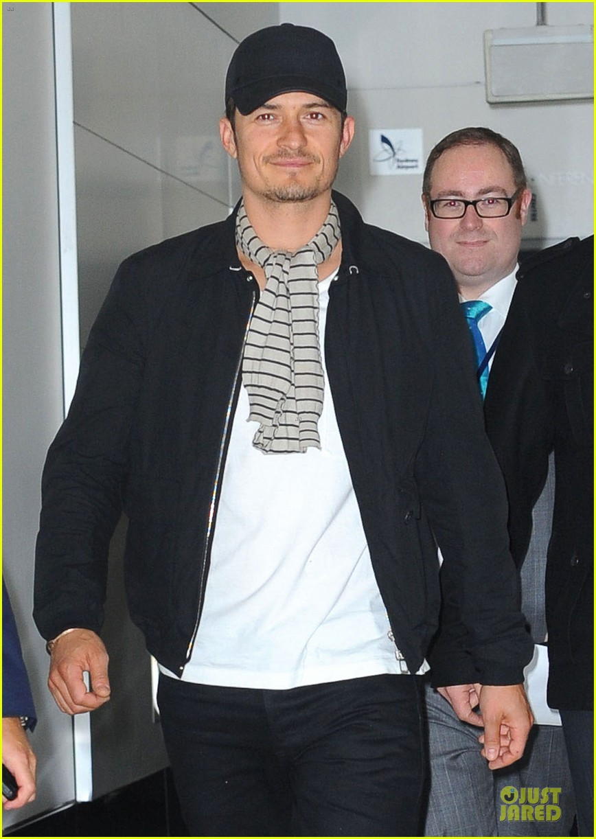 orlando bloom australia arrival after cannes 06
