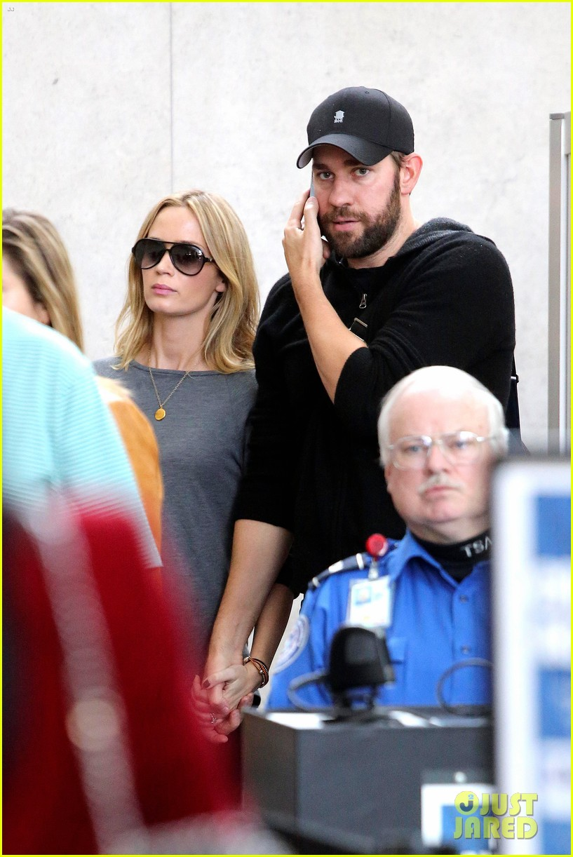 emily blunt john krasinski return to los angeles 02