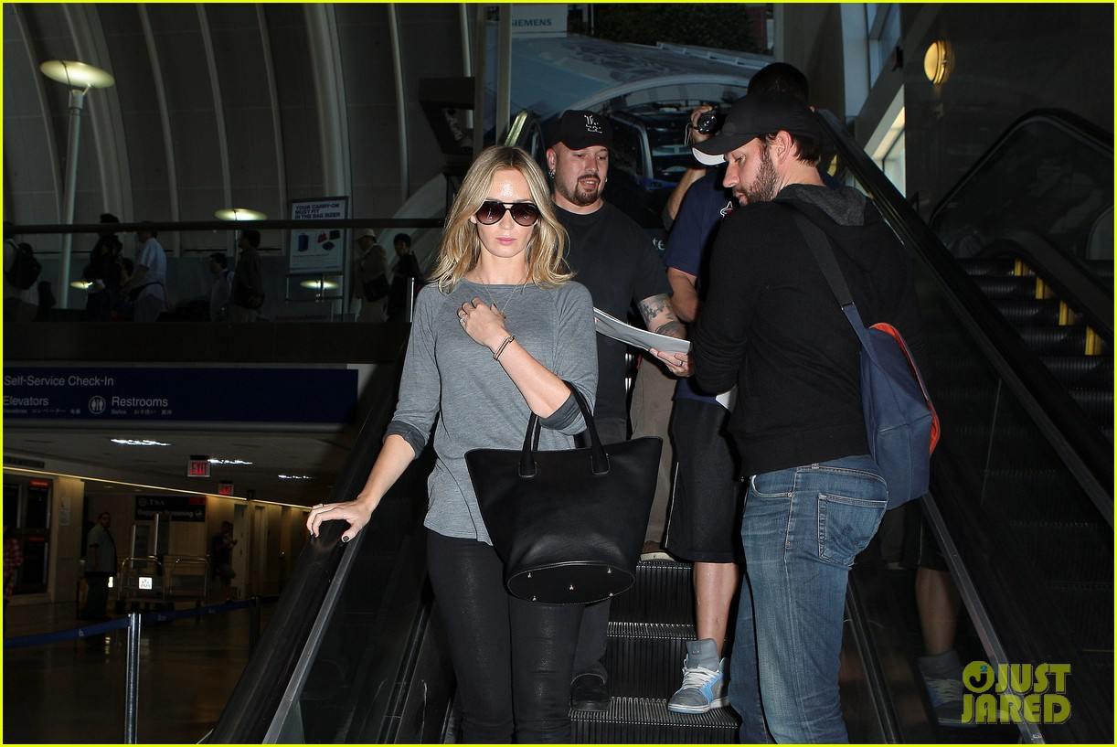 emily blunt john krasinski return to los angeles 13