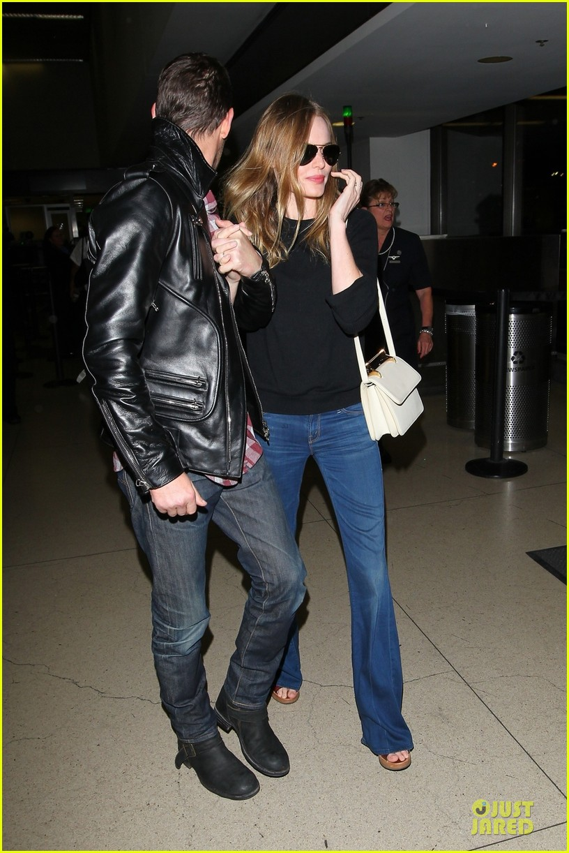 kate bosworth michael polish lax landing after met ball 03