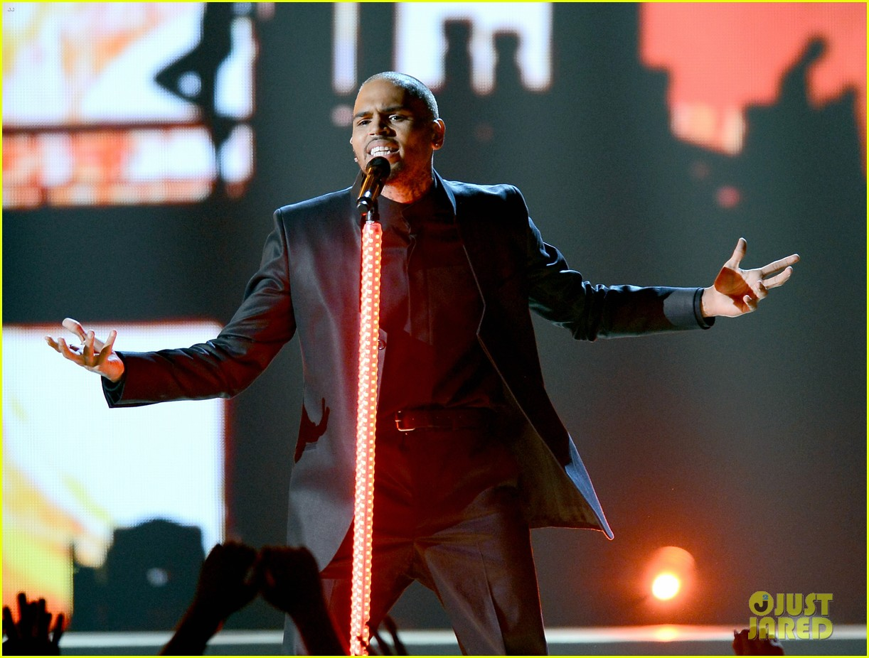 chris brown billboard music awards 2013 performance video 04