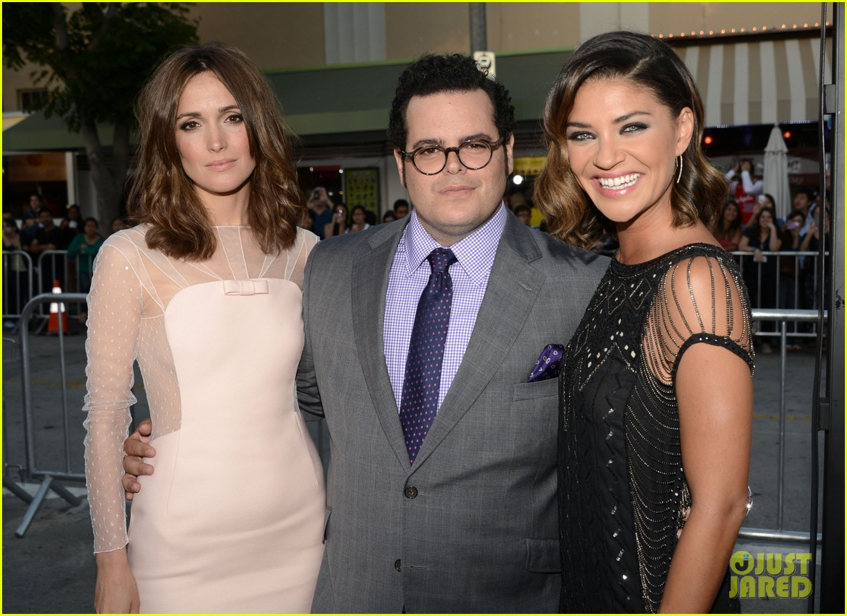 rose byrne jessica szohr the internship premiere 04