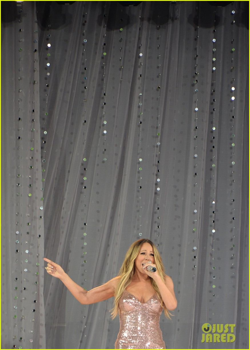 mariah carey wardrobe malfunction on gma 08