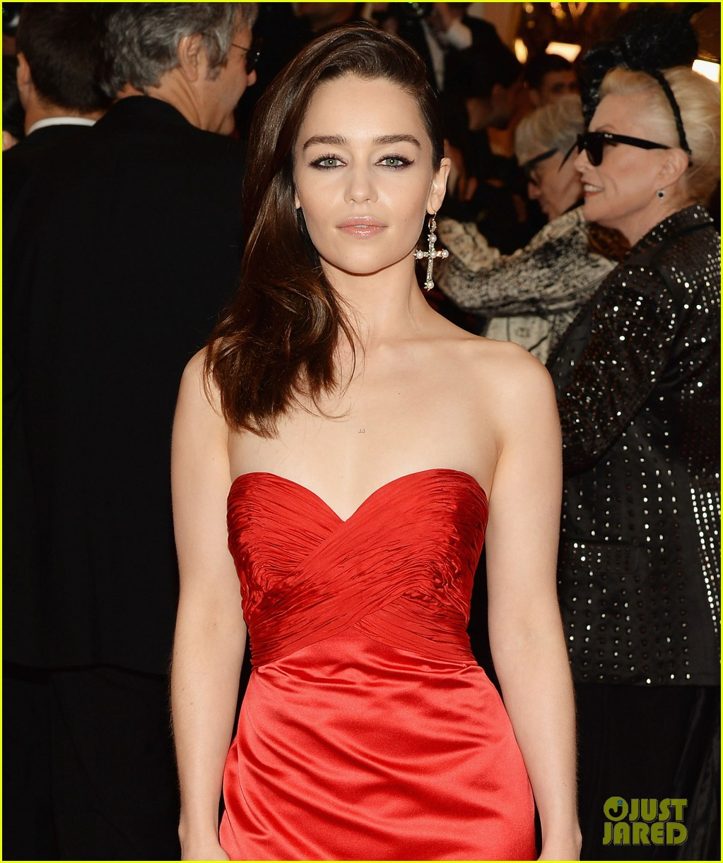 emilia clarke met ball 2013 red carpet 02