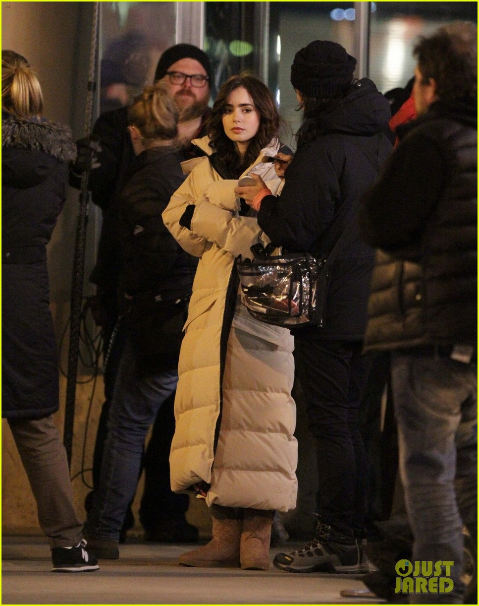lily collins sam claflin love rosie does great in presales 01