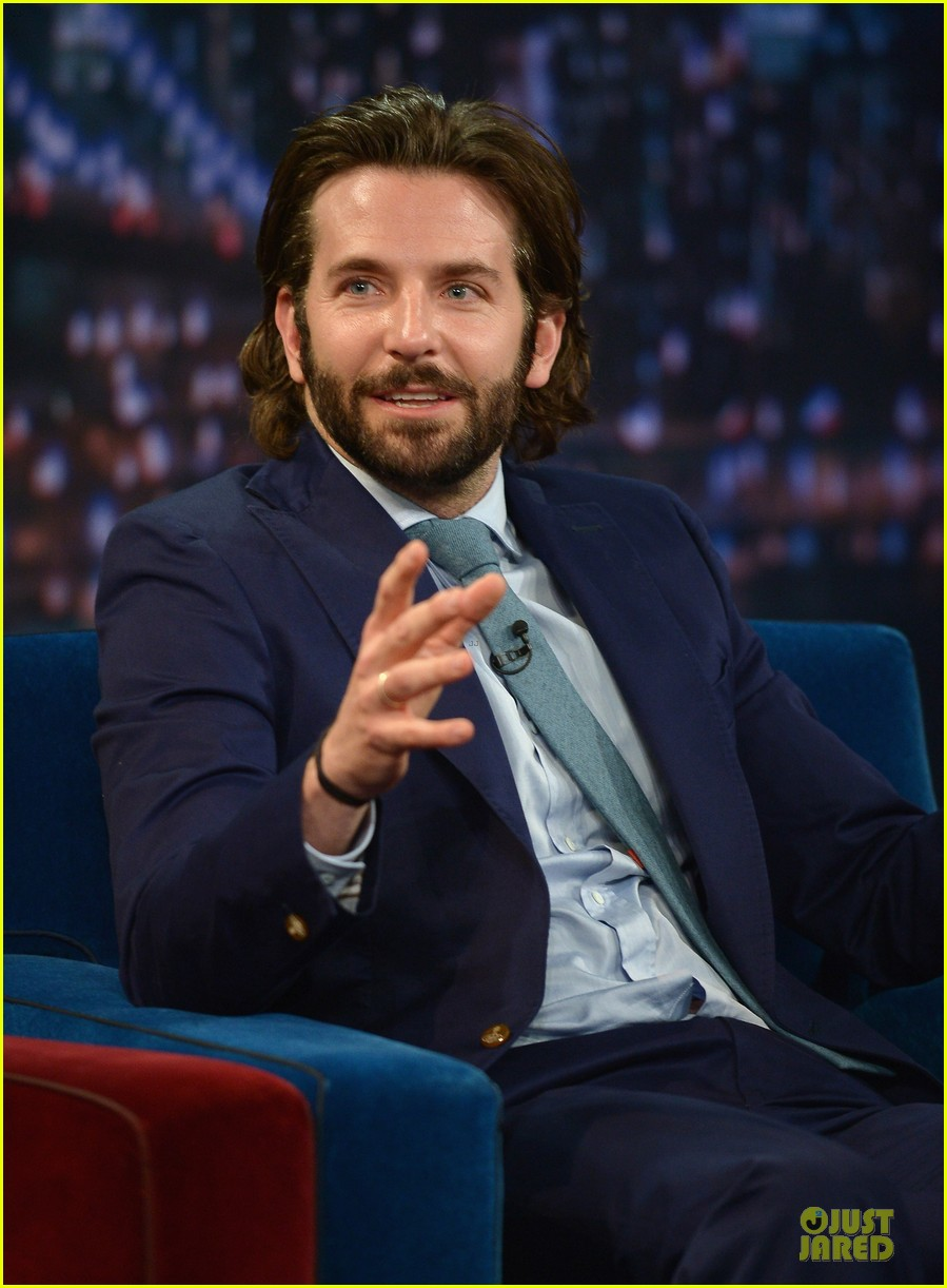bradley cooper wears mini basketball hoop on fallon 092869765