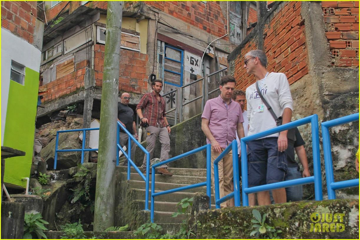 bradley cooper visits santa marta favela with ed helms 282880860