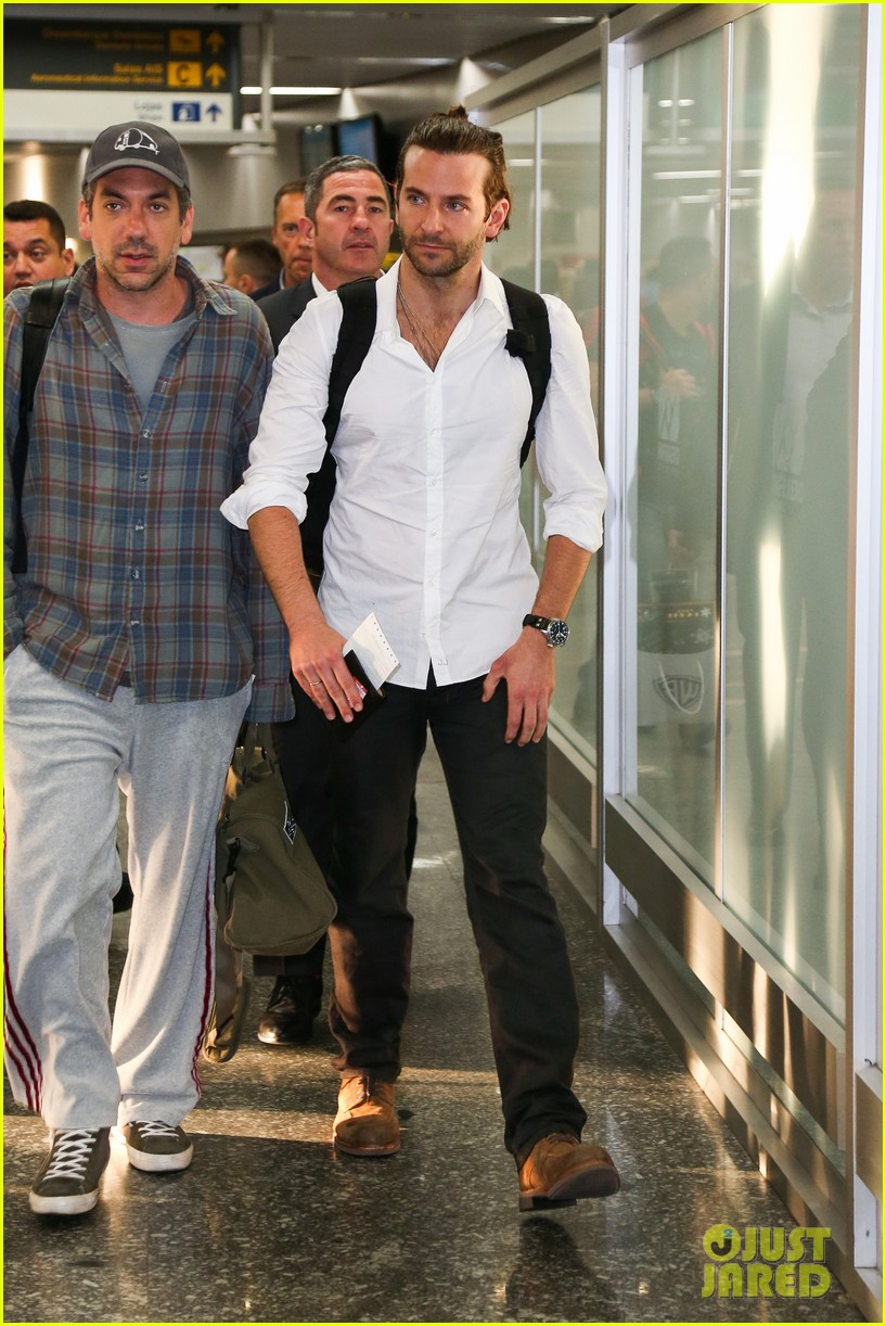 bradley cooper shirtless after brazil arrival with hangover guys 26
