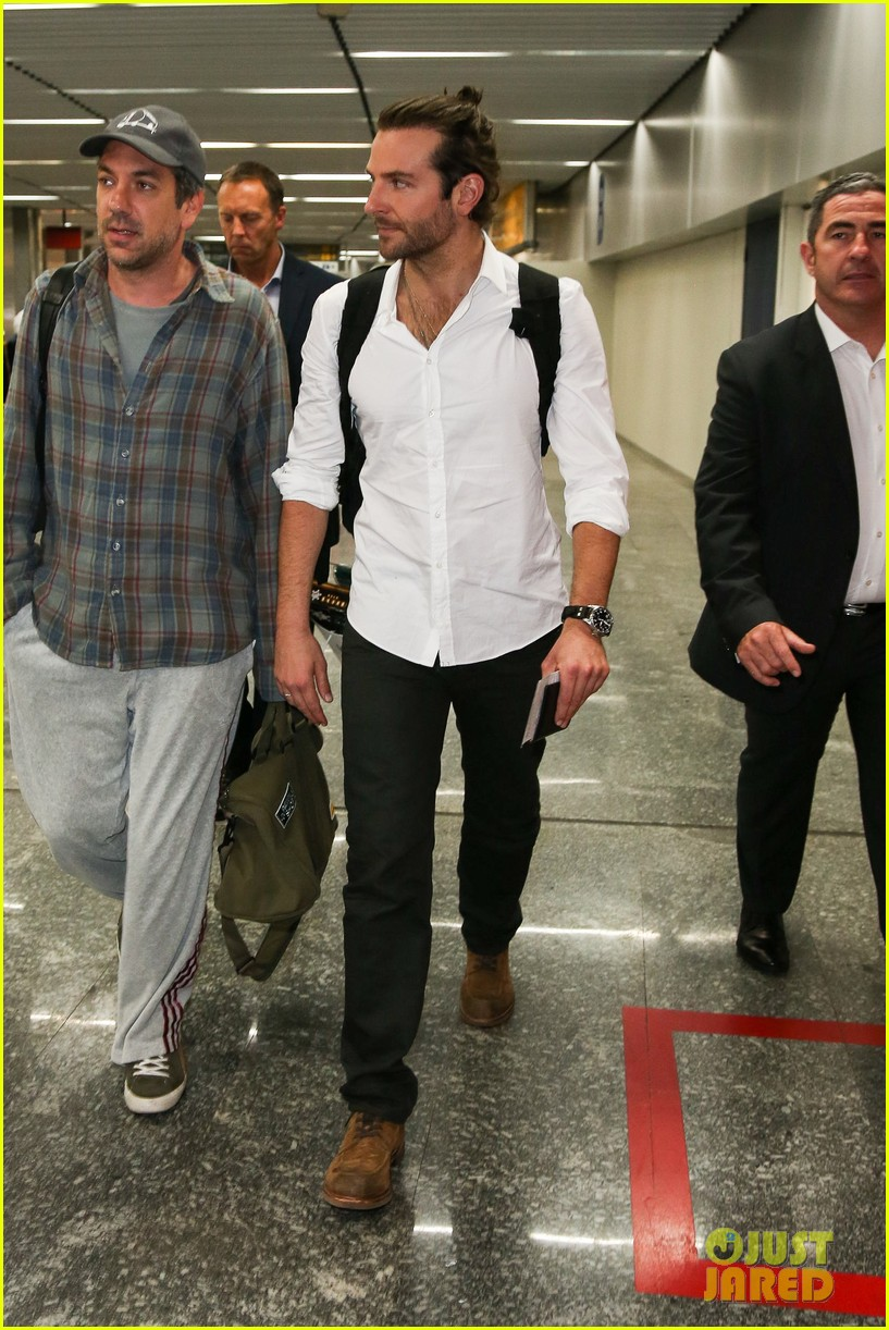 bradley cooper shirtless after brazil arrival with hangover guys 31