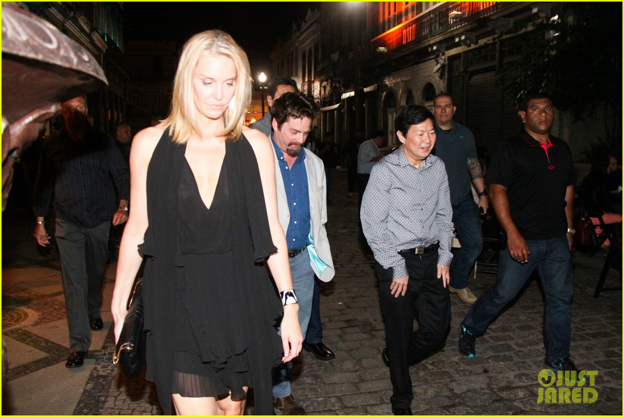 bradley cooper hangover night out with the cast 07