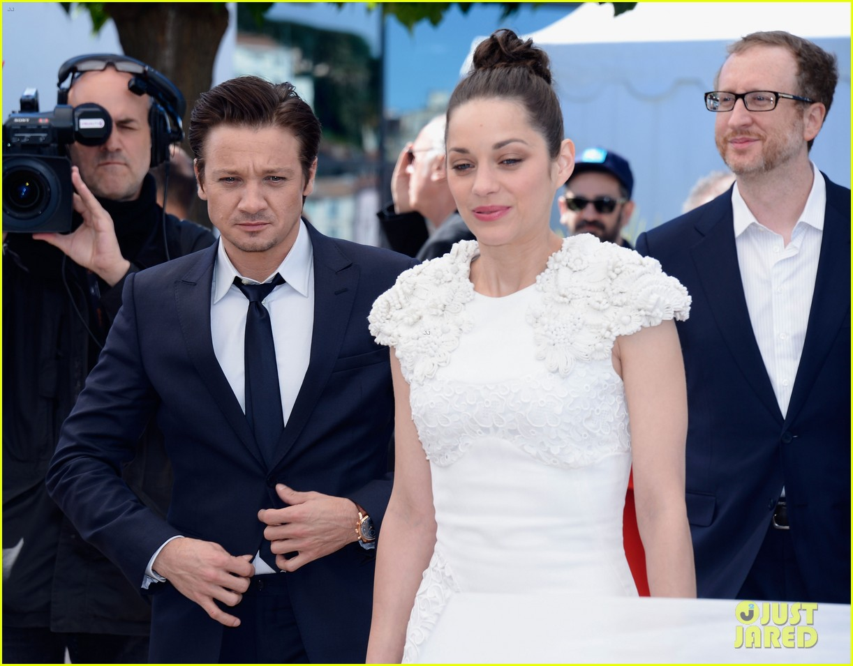 marion cotillard jeremy renner cannes the immigrant photo call 14