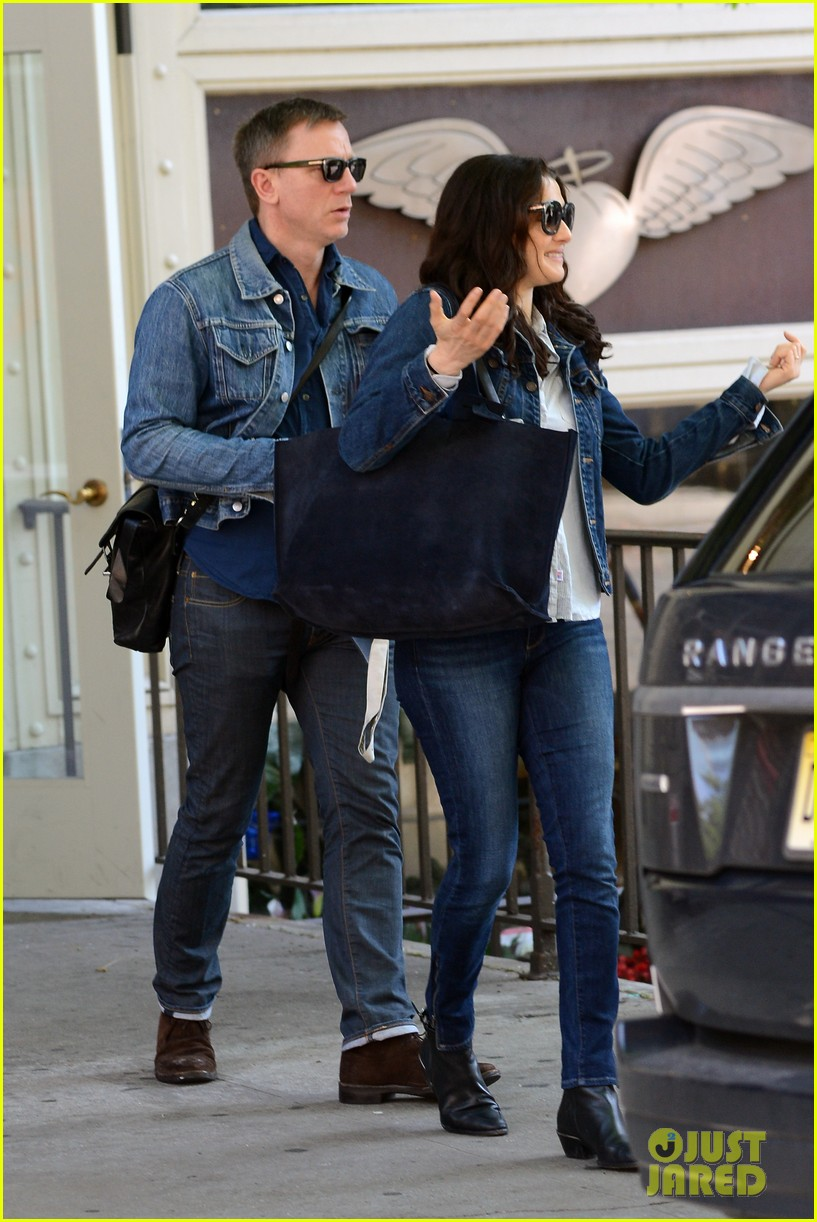 daniel craig rachel weisz denim jacket duo 07