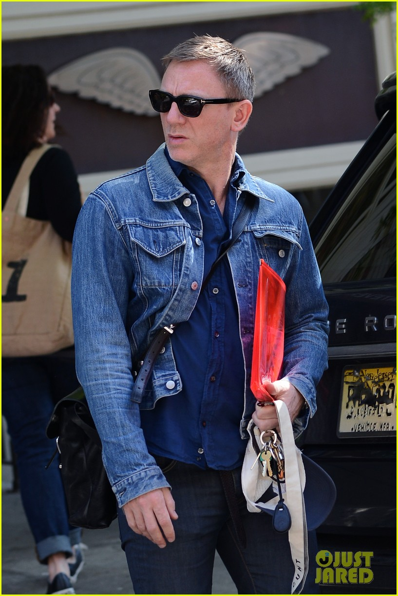 daniel craig rachel weisz denim jacket duo 092867879