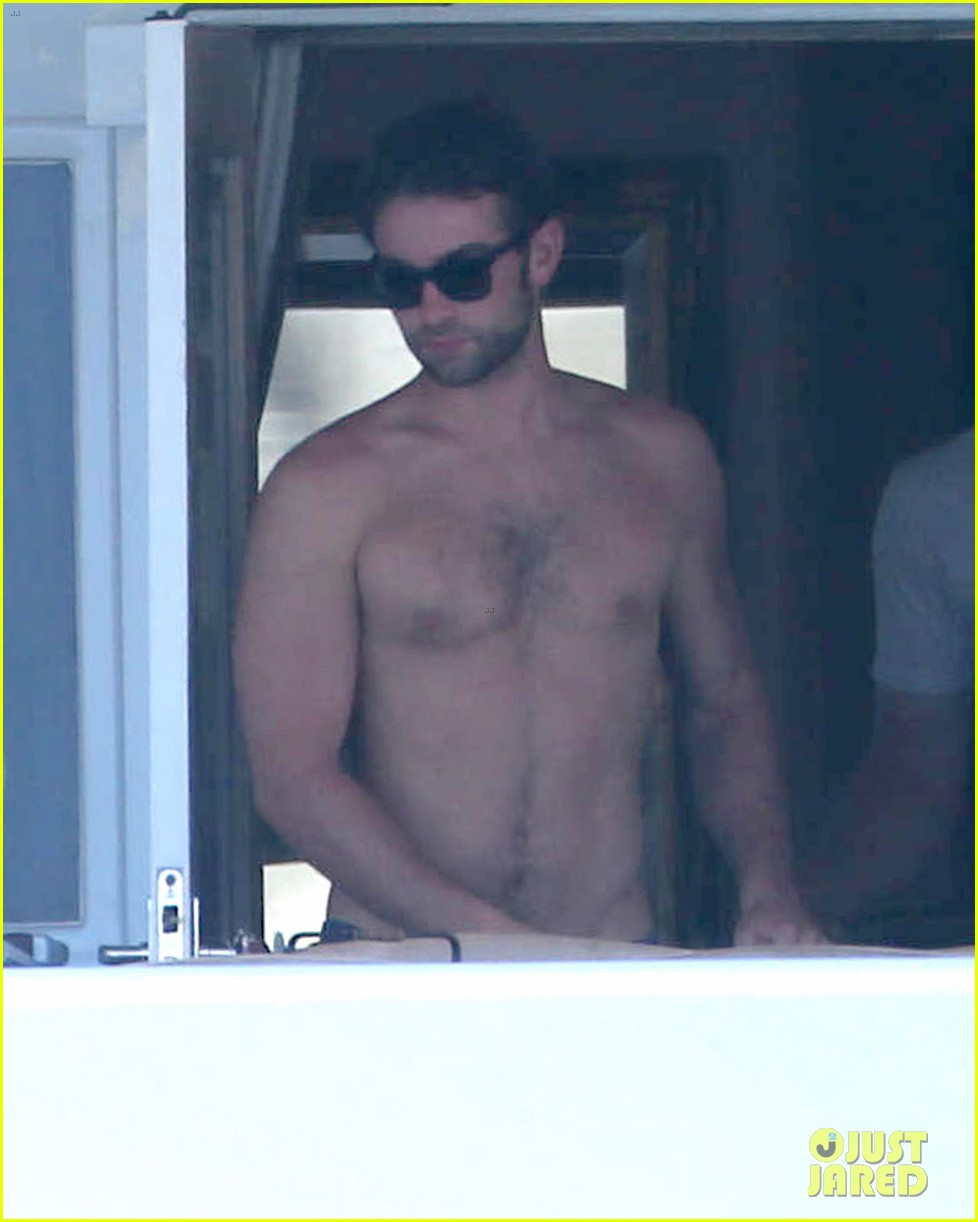 chace crawford shirtless cabo vacation with rachelle goulding 04