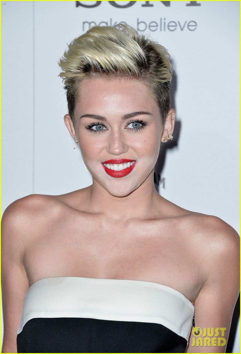 miley cyrus maxim hot 100 party 08