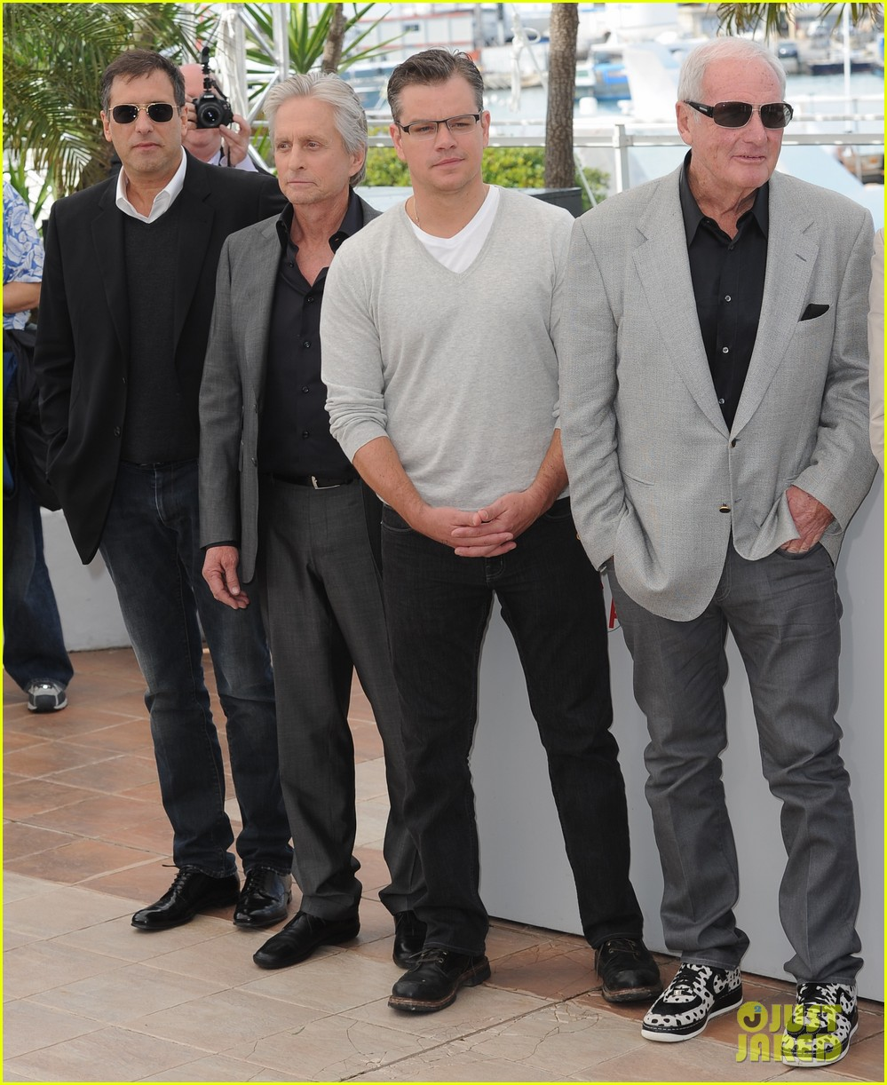 matt damon michael douglas cannes behind the candelabra photo call 12