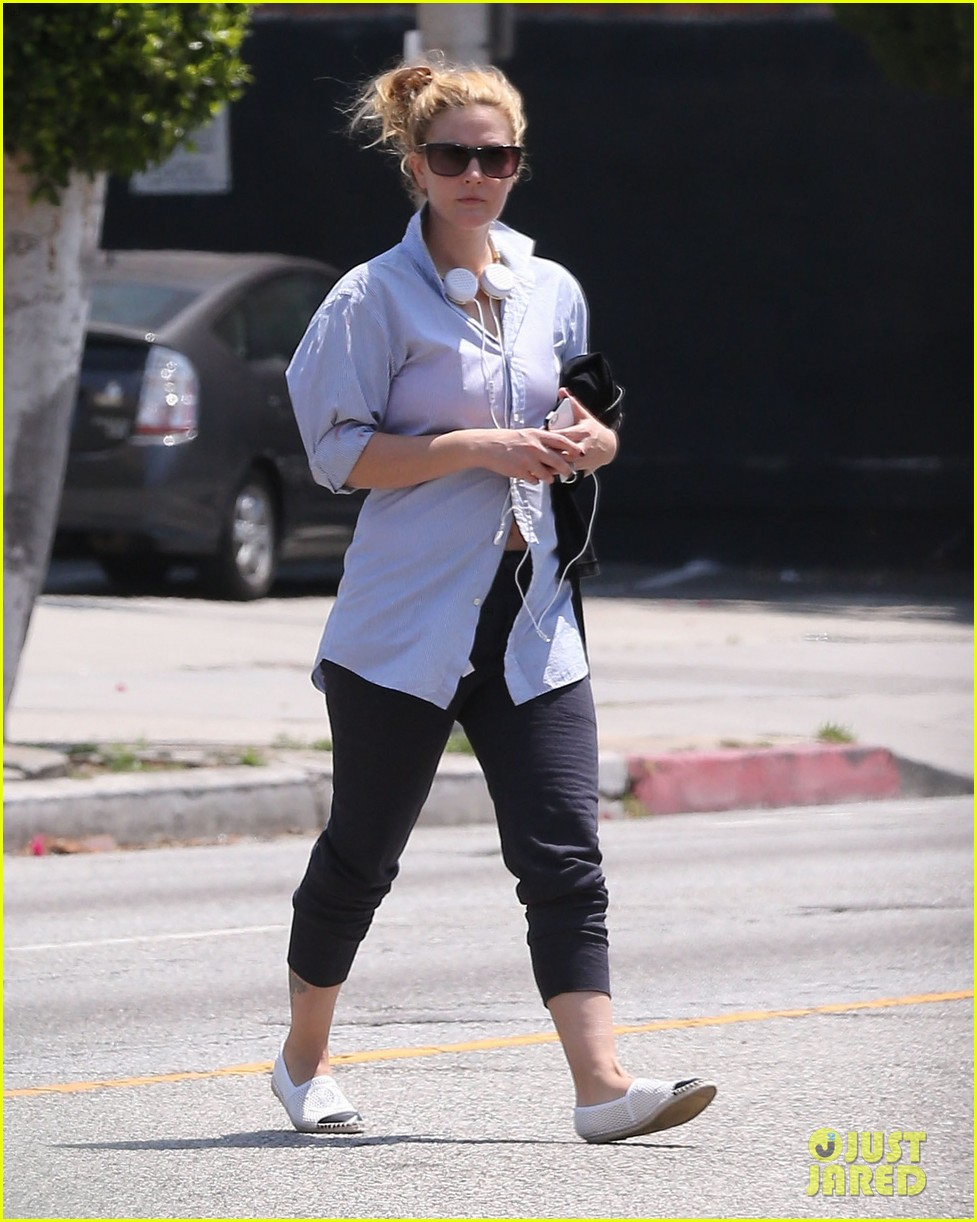 drew barrymore yoga and groceries in weho 122864219