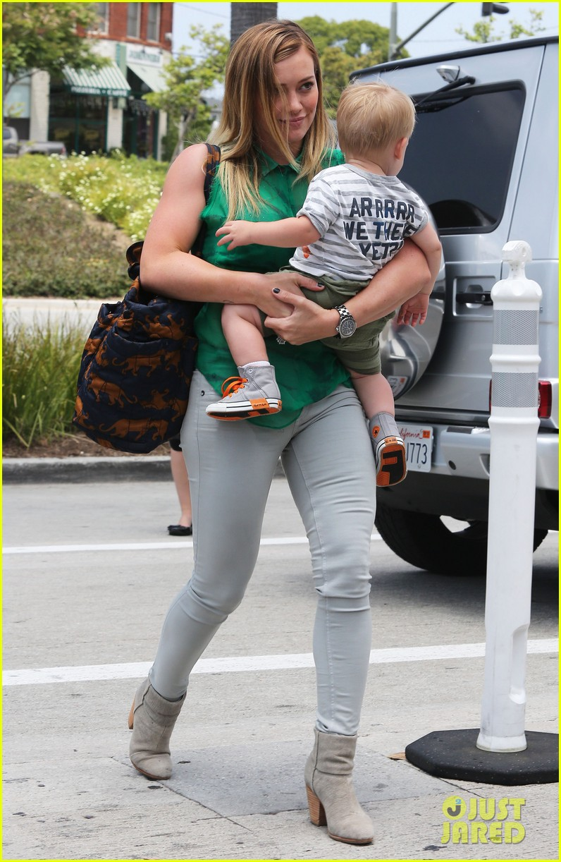 hilary duff feeling green with baby luca 03