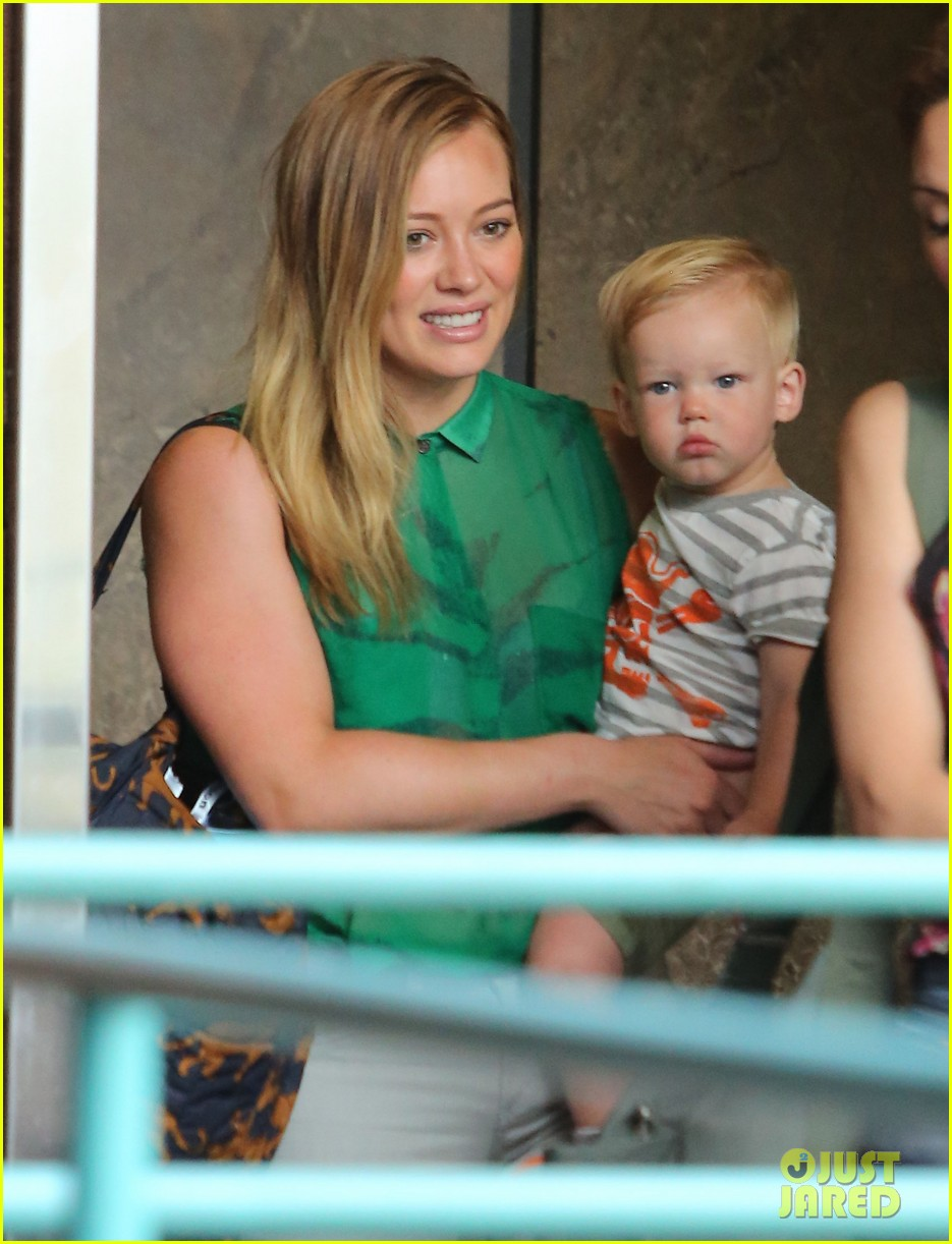 hilary duff feeling green with baby luca 04