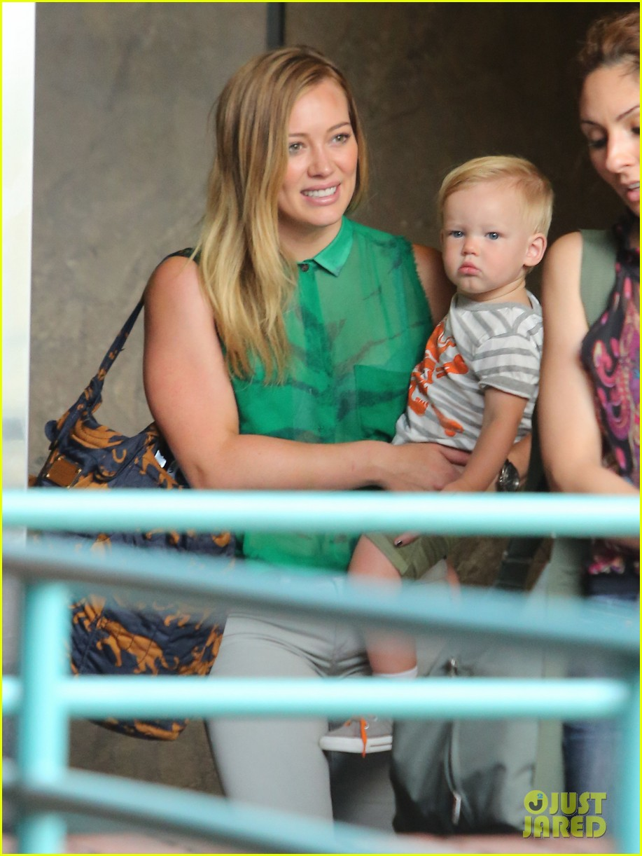 hilary duff feeling green with baby luca 06
