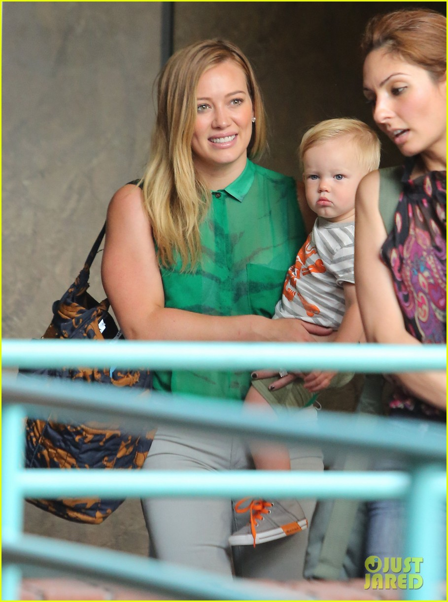 hilary duff feeling green with baby luca 07