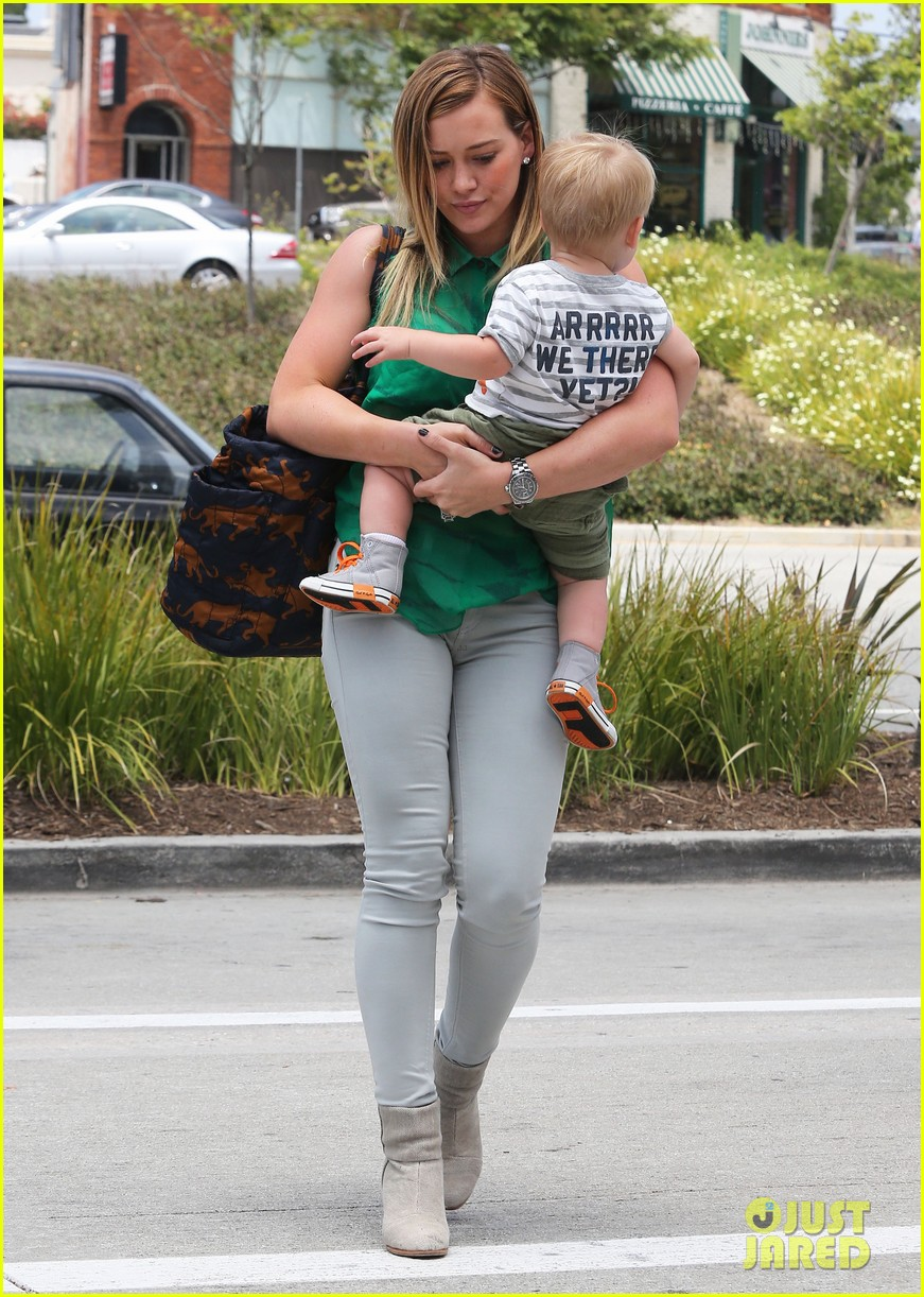 hilary duff feeling green with baby luca 11
