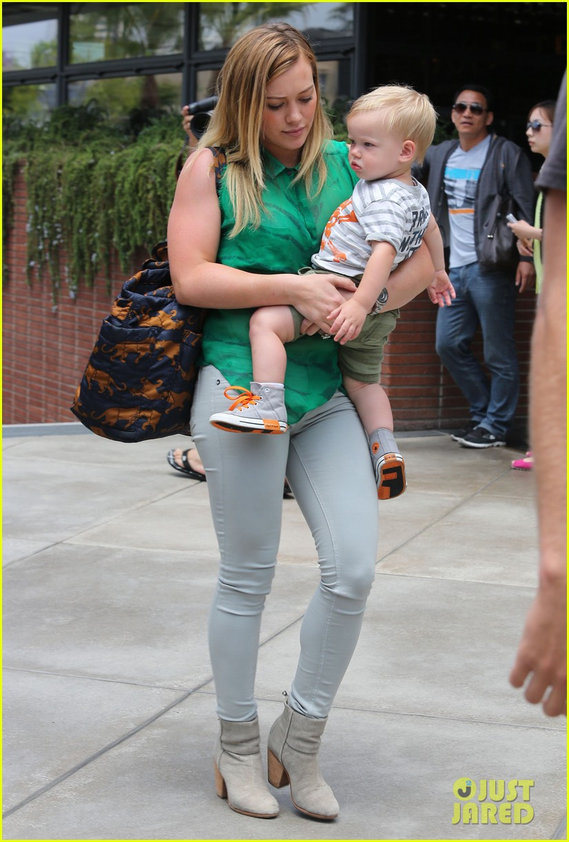 hilary duff feeling green with baby luca 142877287