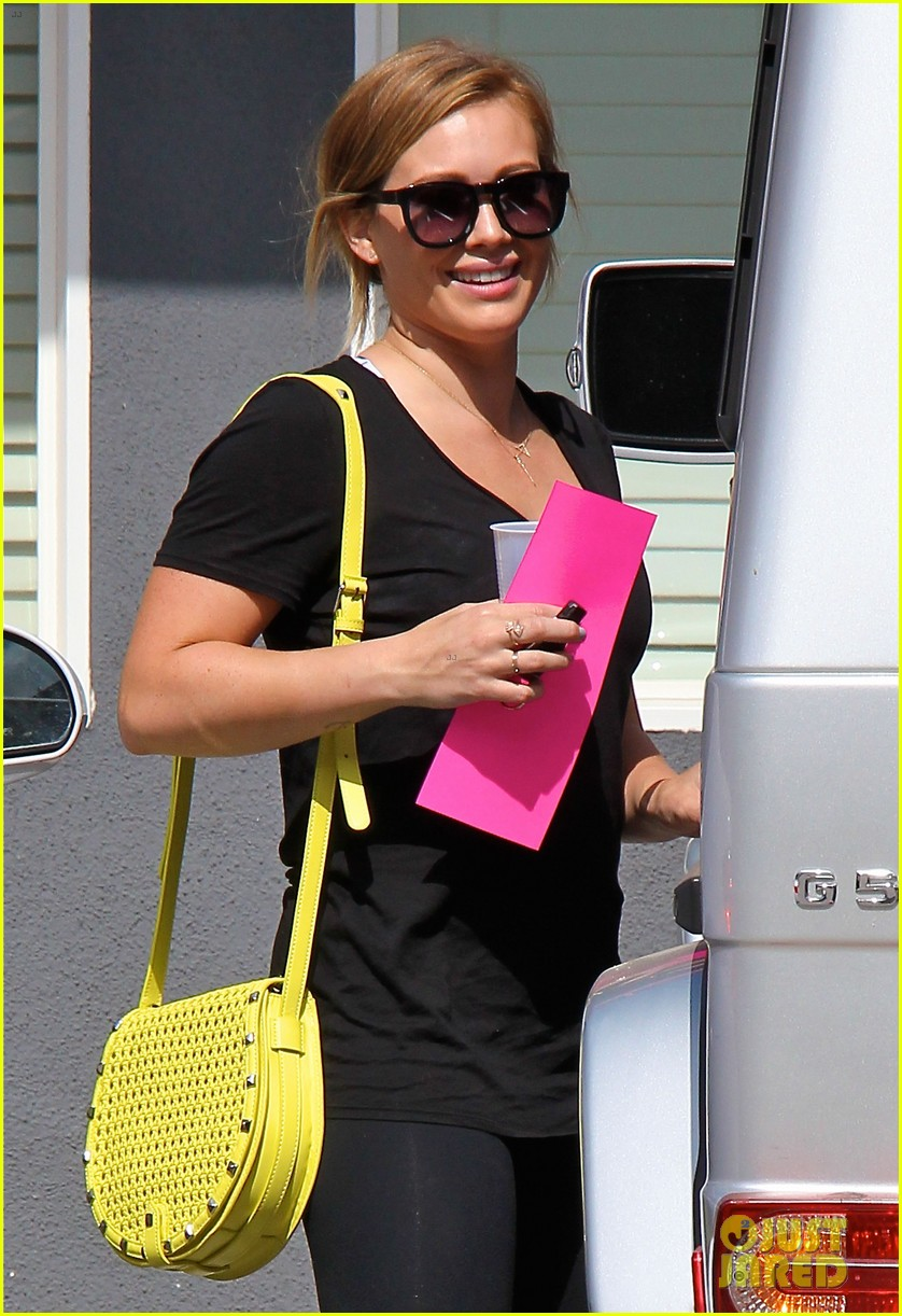 hilary duff mike comrie family hike with luca 082878266