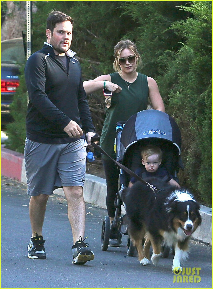 hilary duff mike comrie family hike with luca 11