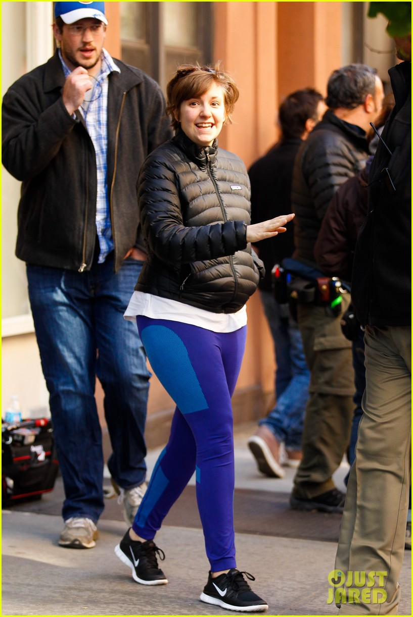 lena dunham somber scene on girls set 05