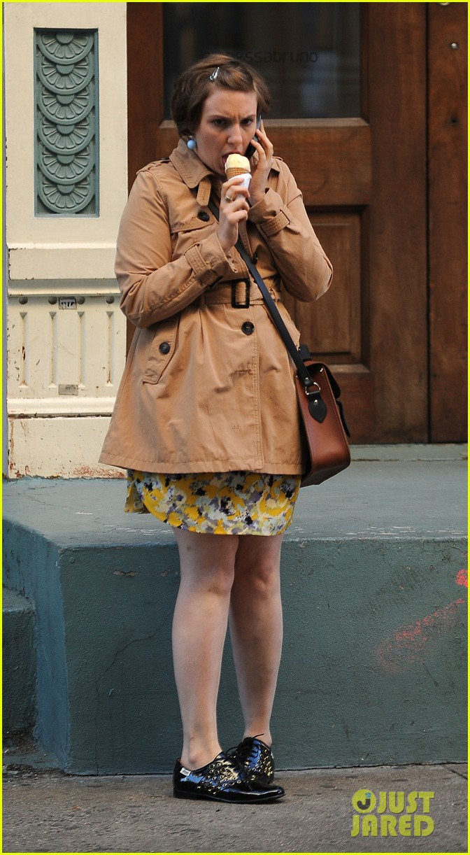 lena dunham somber scene on girls set 06