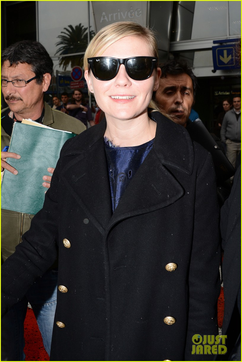 kirsten dunst garrett hedlund touch down for cannes 14