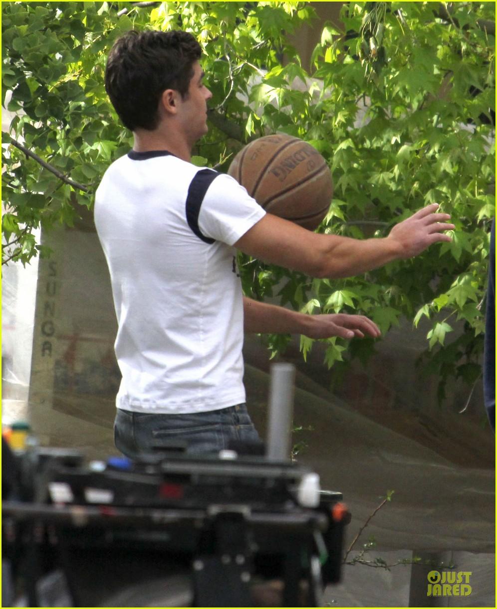 zac efron abs flashing townies basketball set 16